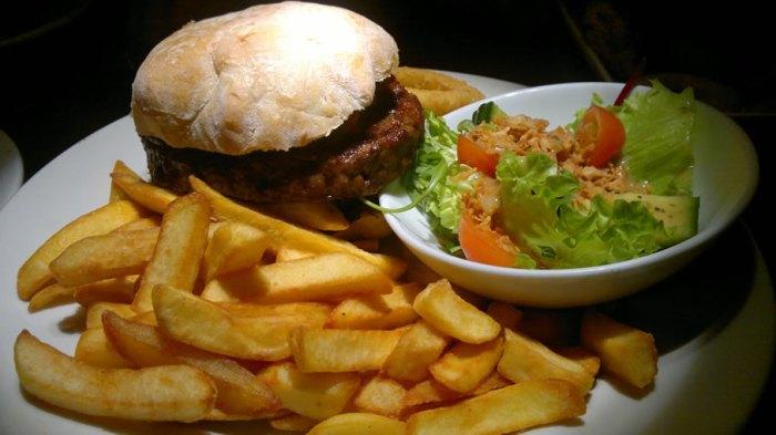 travellers_rest_cambridge_burger_2011